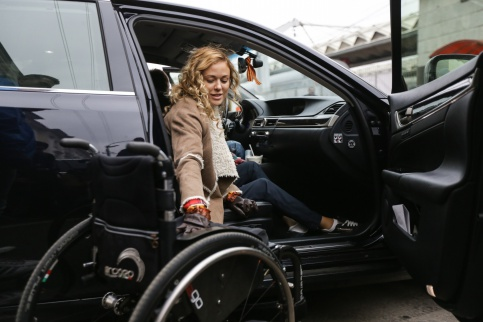 московских инвалидов начали бесплатно обучать вождению
