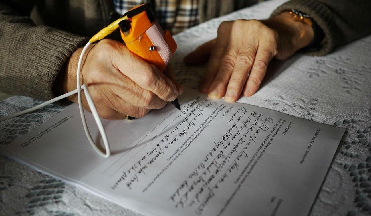 Ручка Arc, которая улучшает почерк людей с болезнью Паркинсона