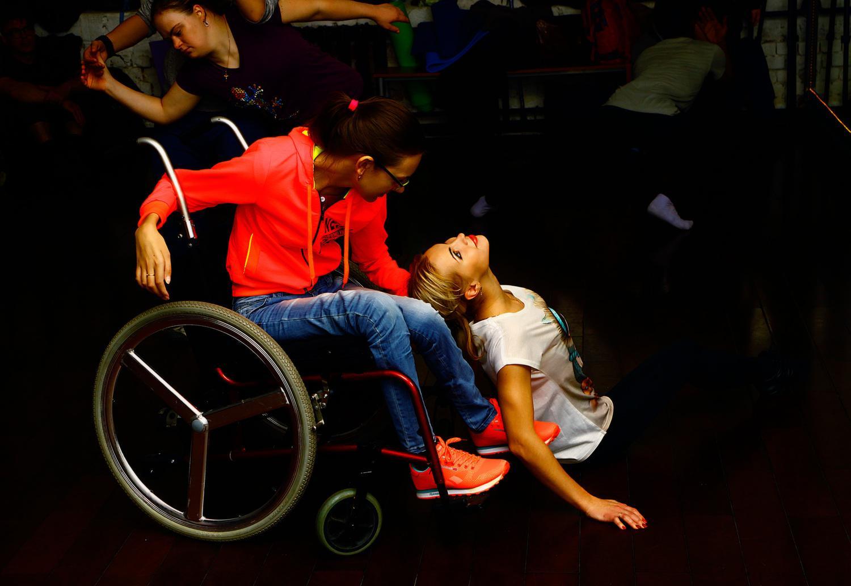 Танцы на колясках приносят счастье