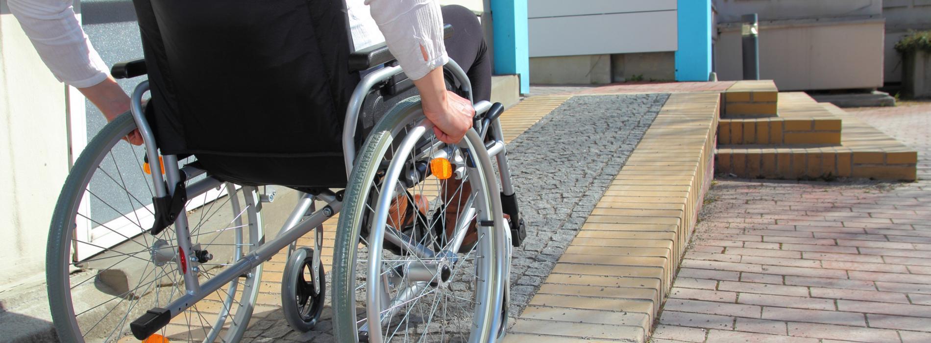 Пешеходные маршруты для людей с инвалидностью появятся в Москве