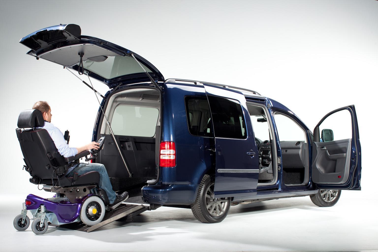 Марка Volkswagen представила автомобили для инвалидов-колясочников