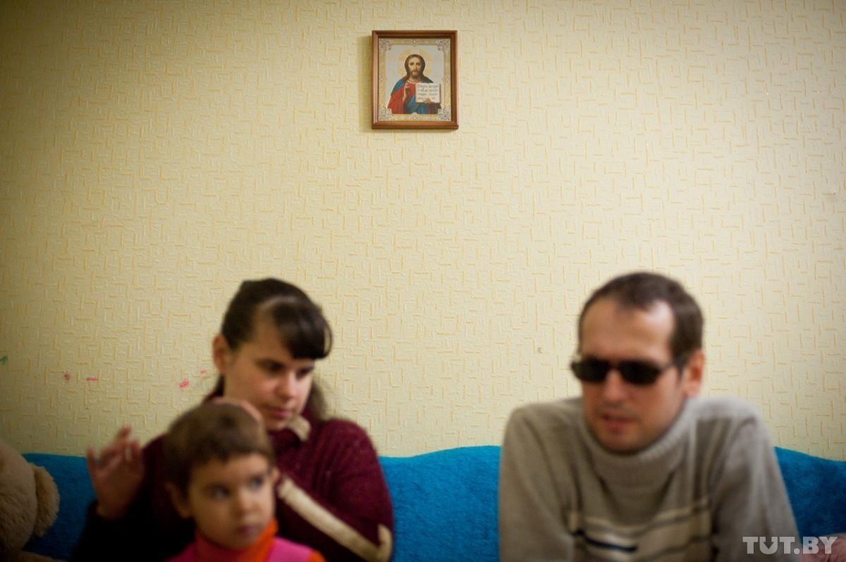 Как семья незрячих живет, работает и растит ребенка