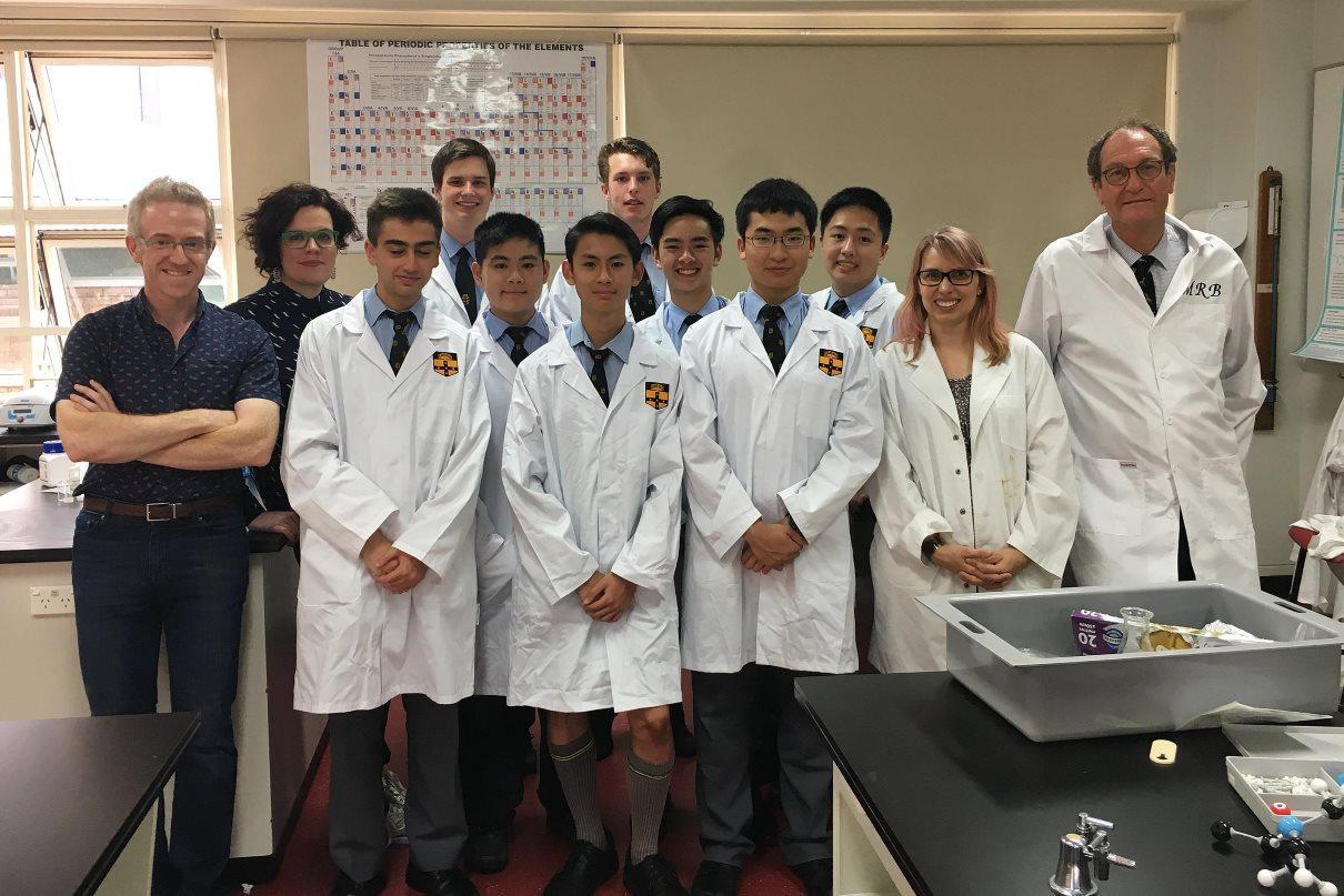 Австралийские школьники синтезировали лекарство от ВИЧ