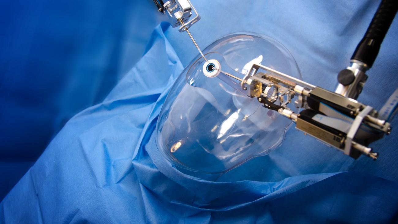 робот-микрохирург
