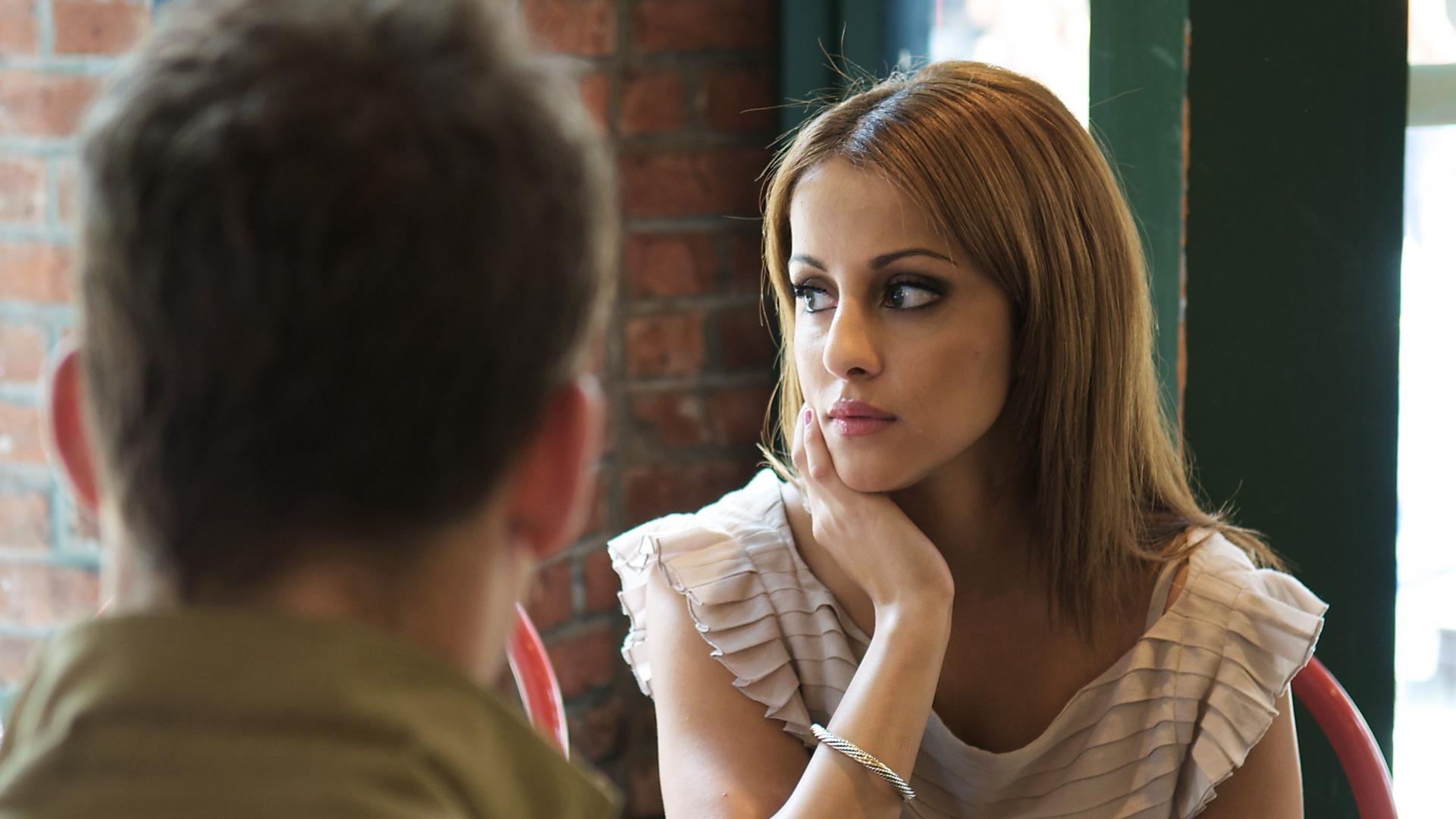 Почему люди отводят глаза при разговоре?
