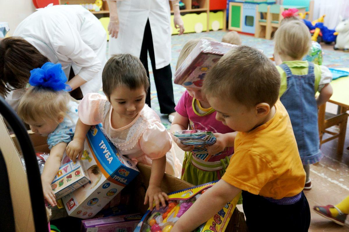 полезная и вредная помощь детям-сиротам