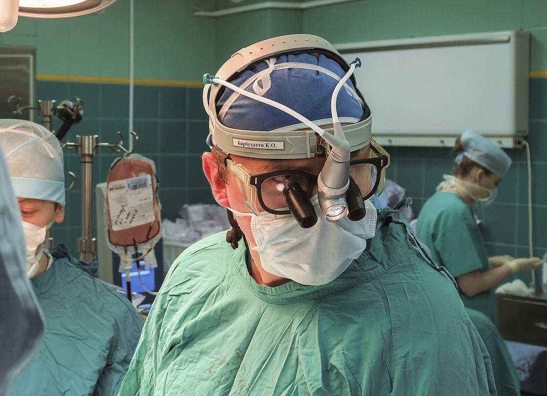 спасая пациента от кровопотери, российские врачи охладили его тело