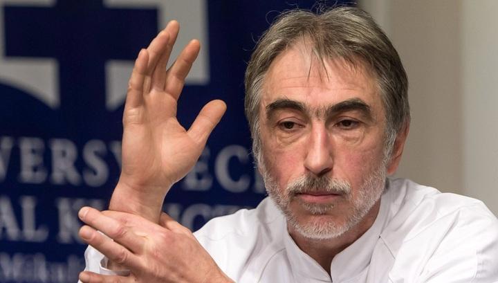 хрурги впервые пересадили руку мужчине