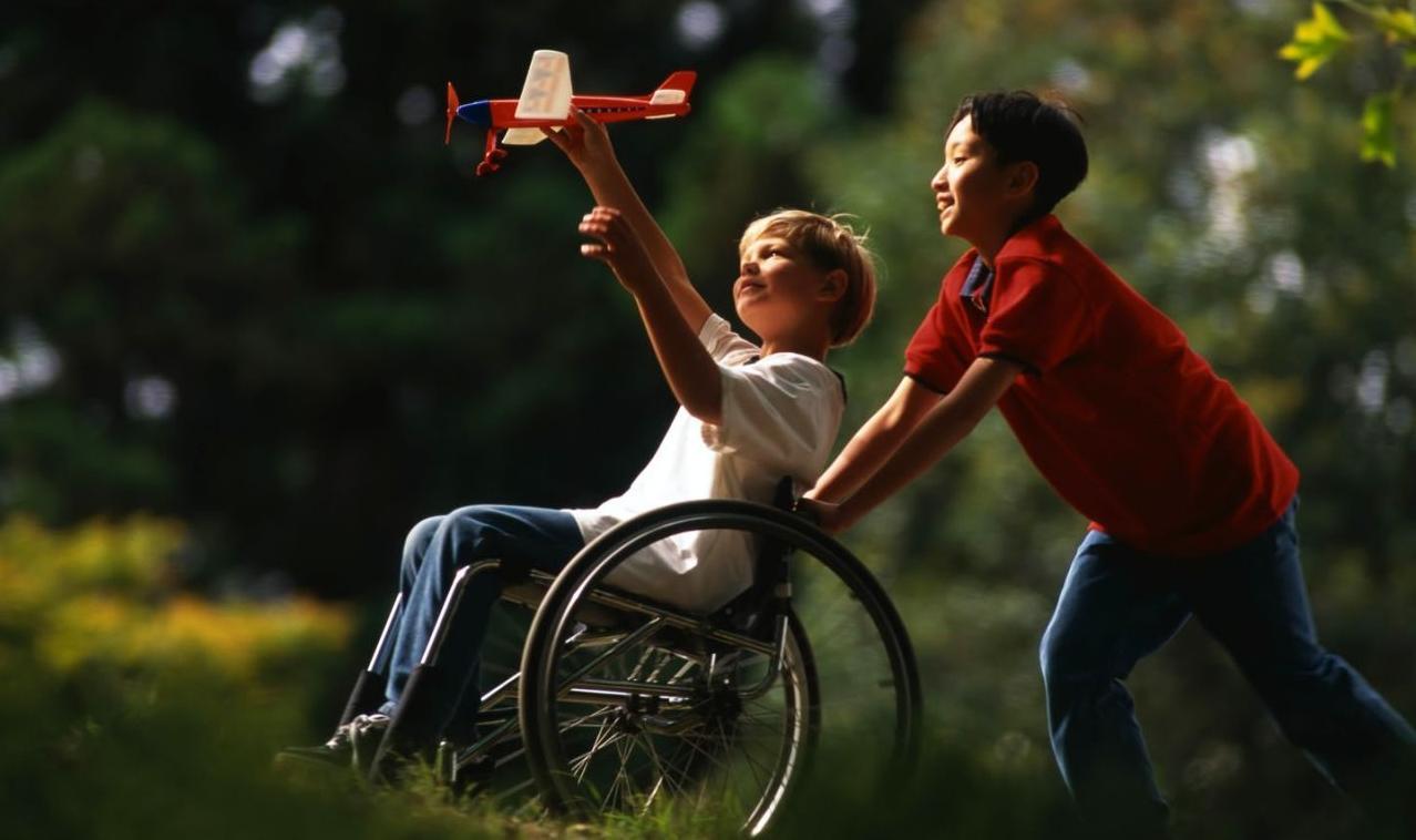 Дети-инвалиды в 2017 году: льготы, пенсия, по уходу, поддержка родителей