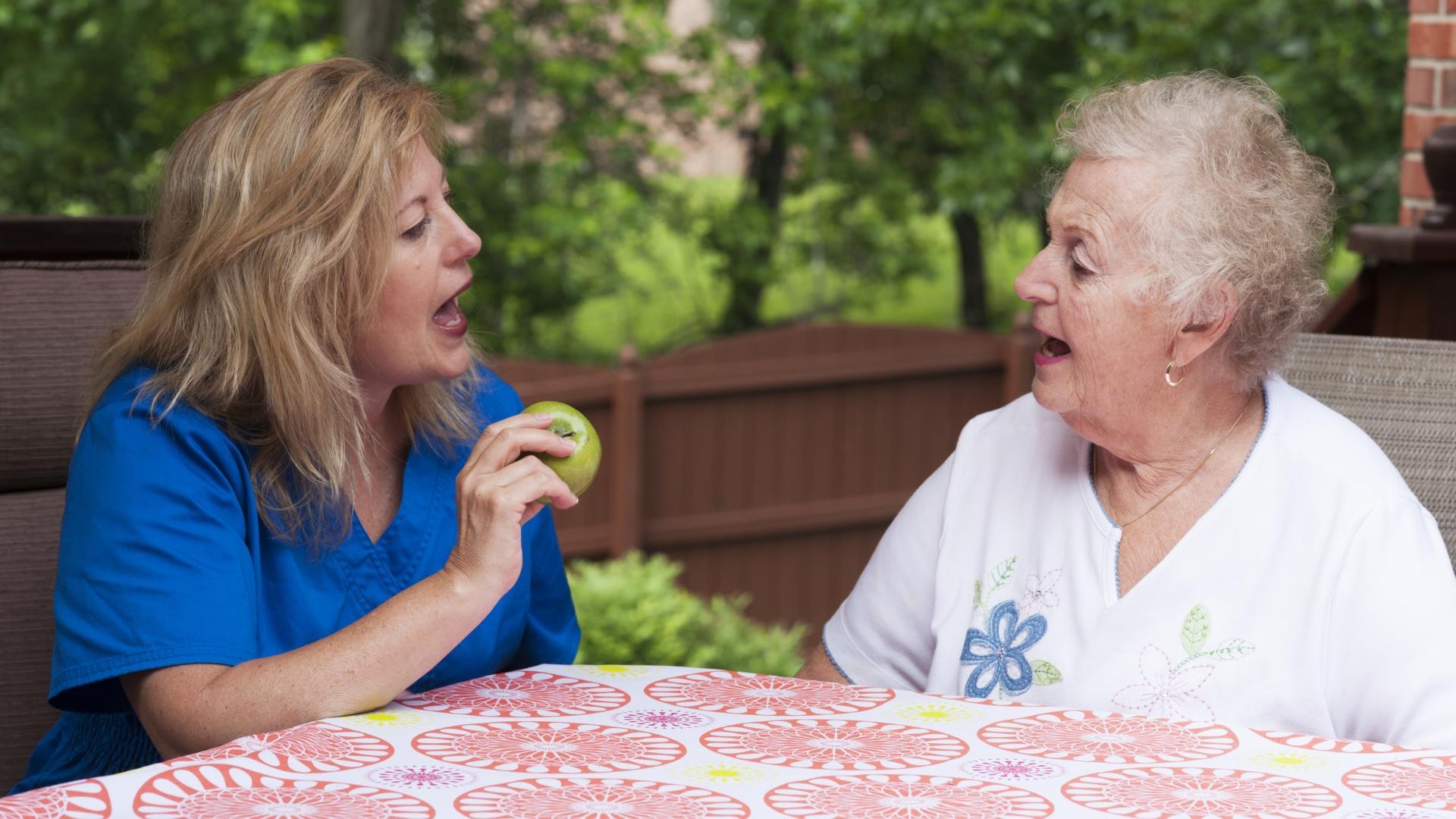 Забывчивость назвали обманчивым симптомом деменции