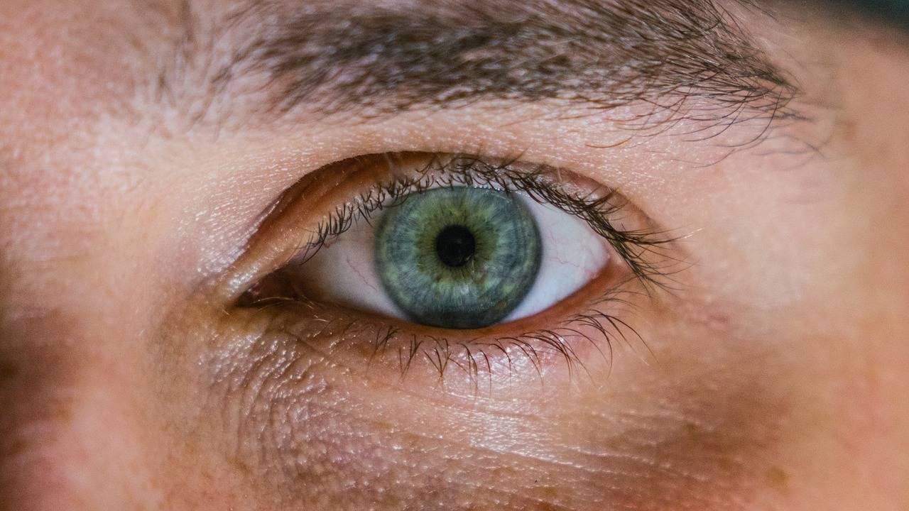 ИИ определит возраст человека по глазам