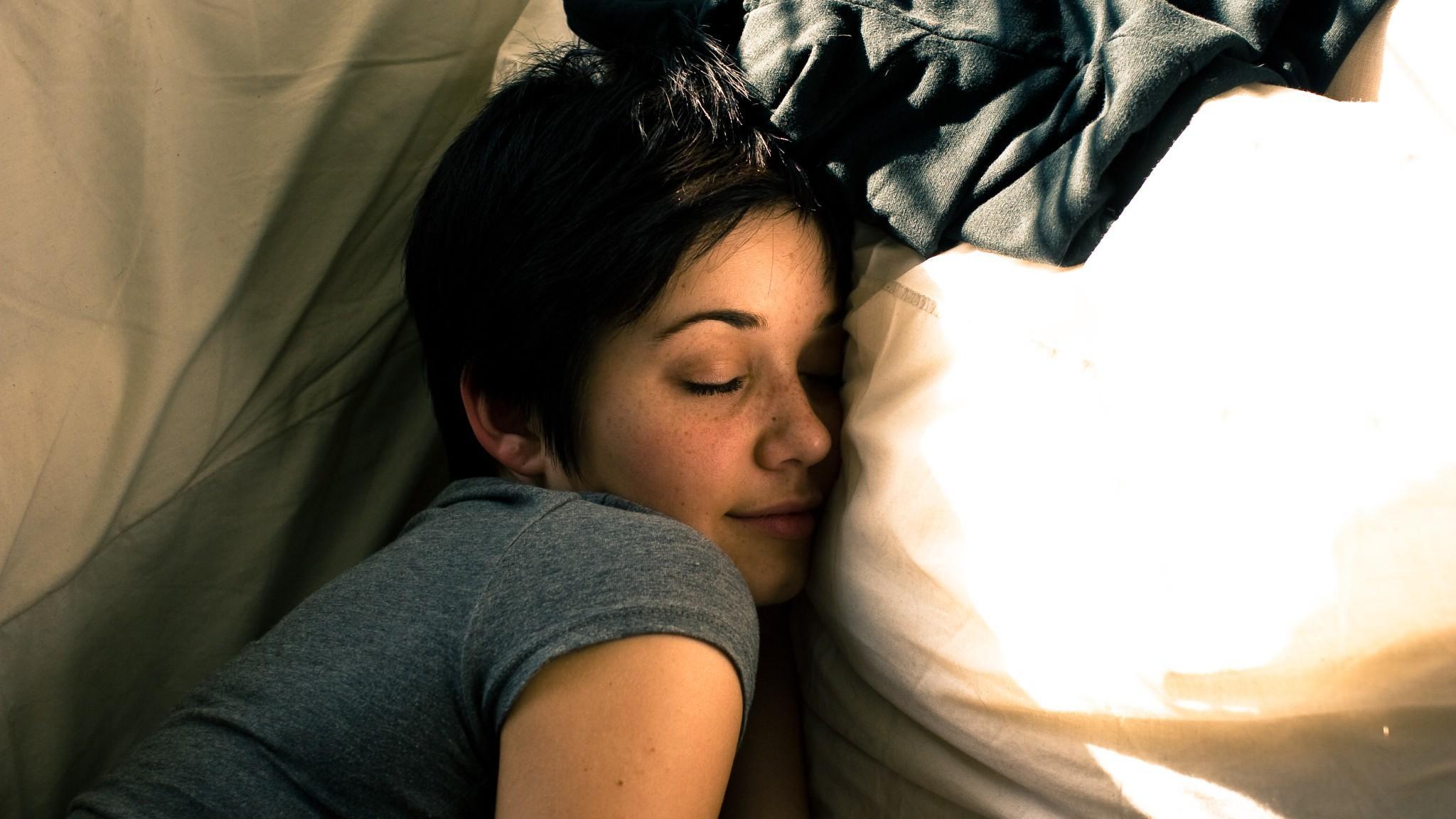 Специалисты перечислили признаки здорового сна