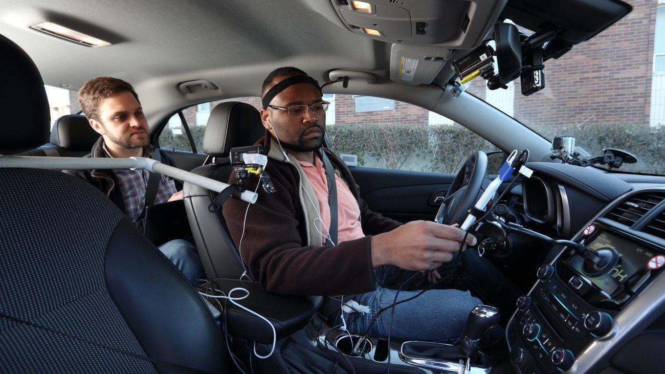 Система громкой связи в автомобиле отвлекает водителя на длительное время