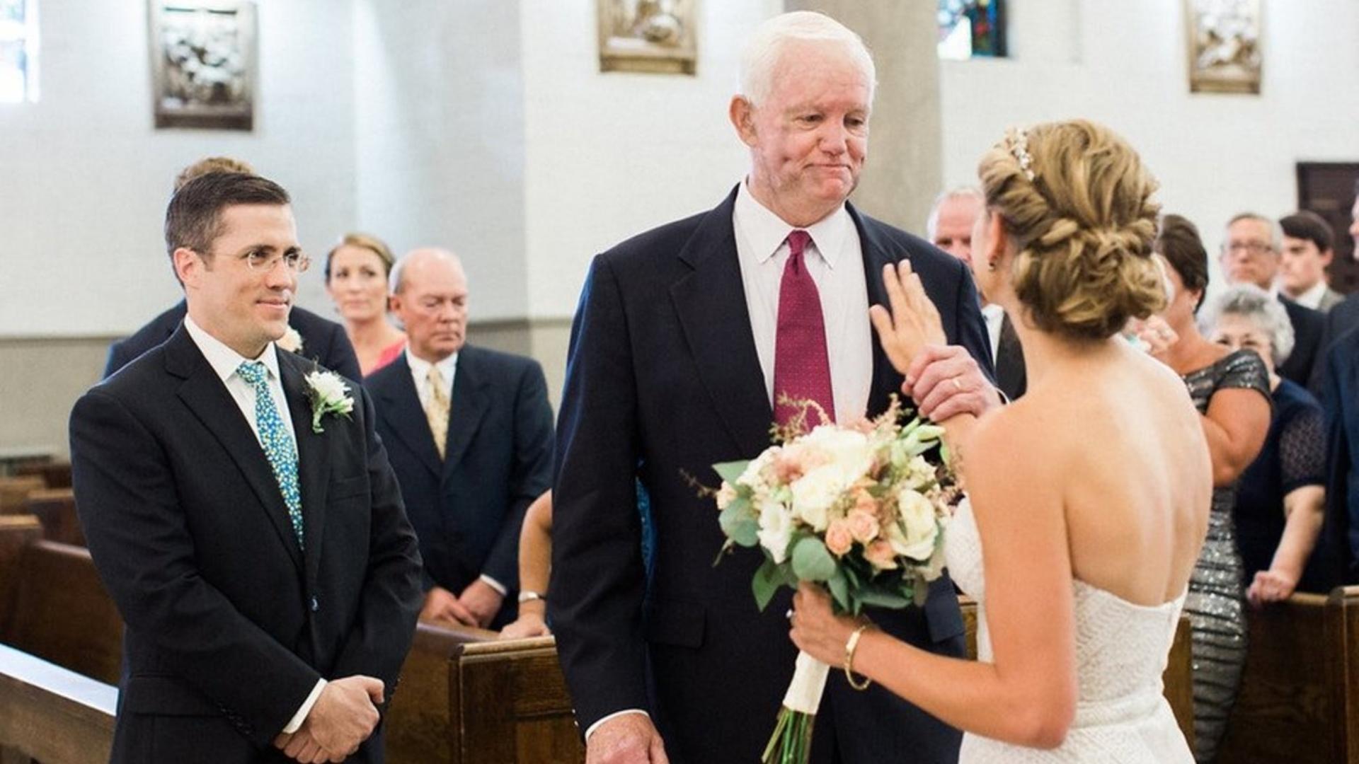 Невесту вел к алтарю человек с сердцем ее отца