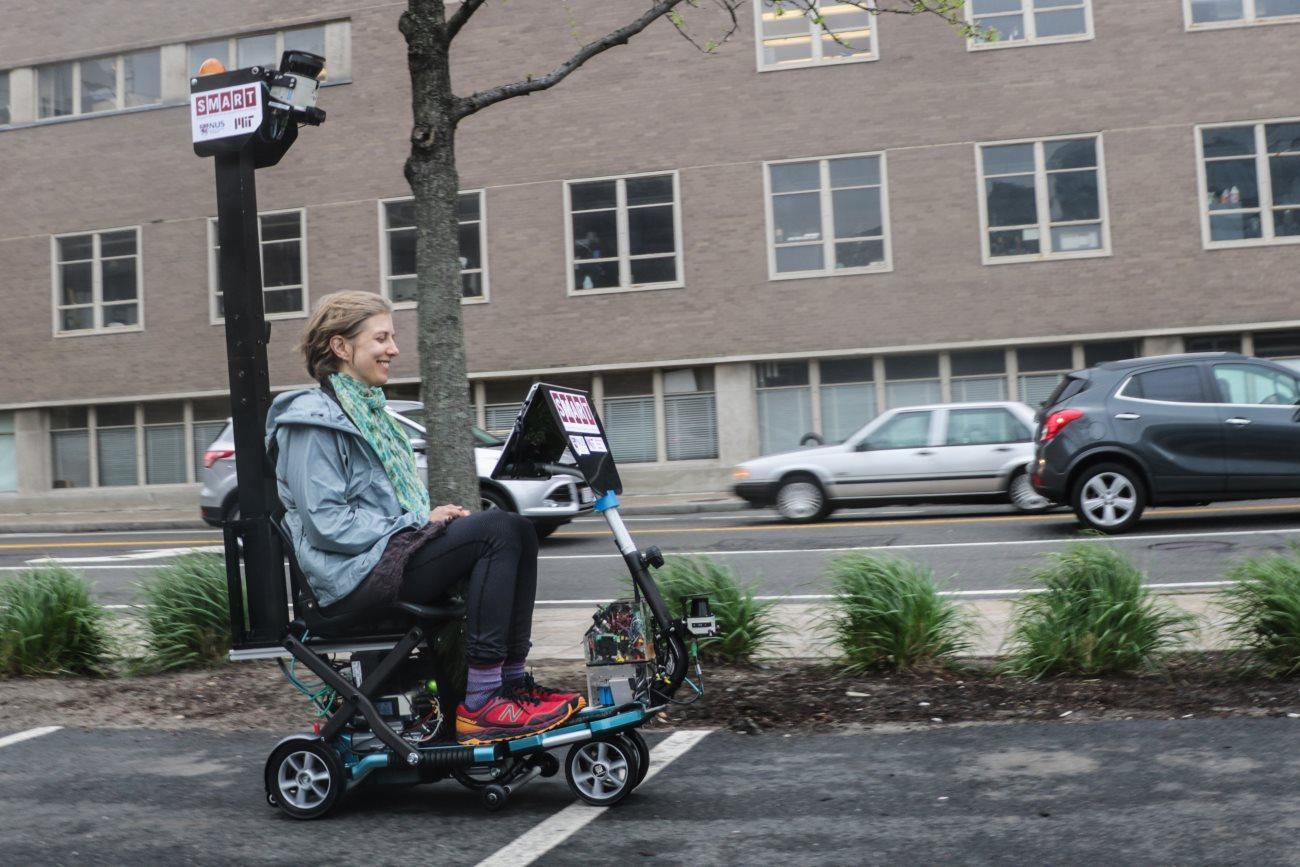 разработан беспилотный инвалидный электроскутер