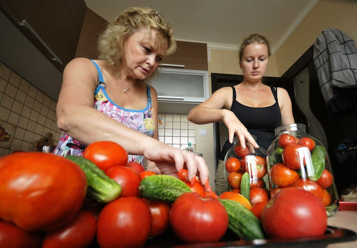 Консервированные огурцы и помидоры вызывают рак желудка