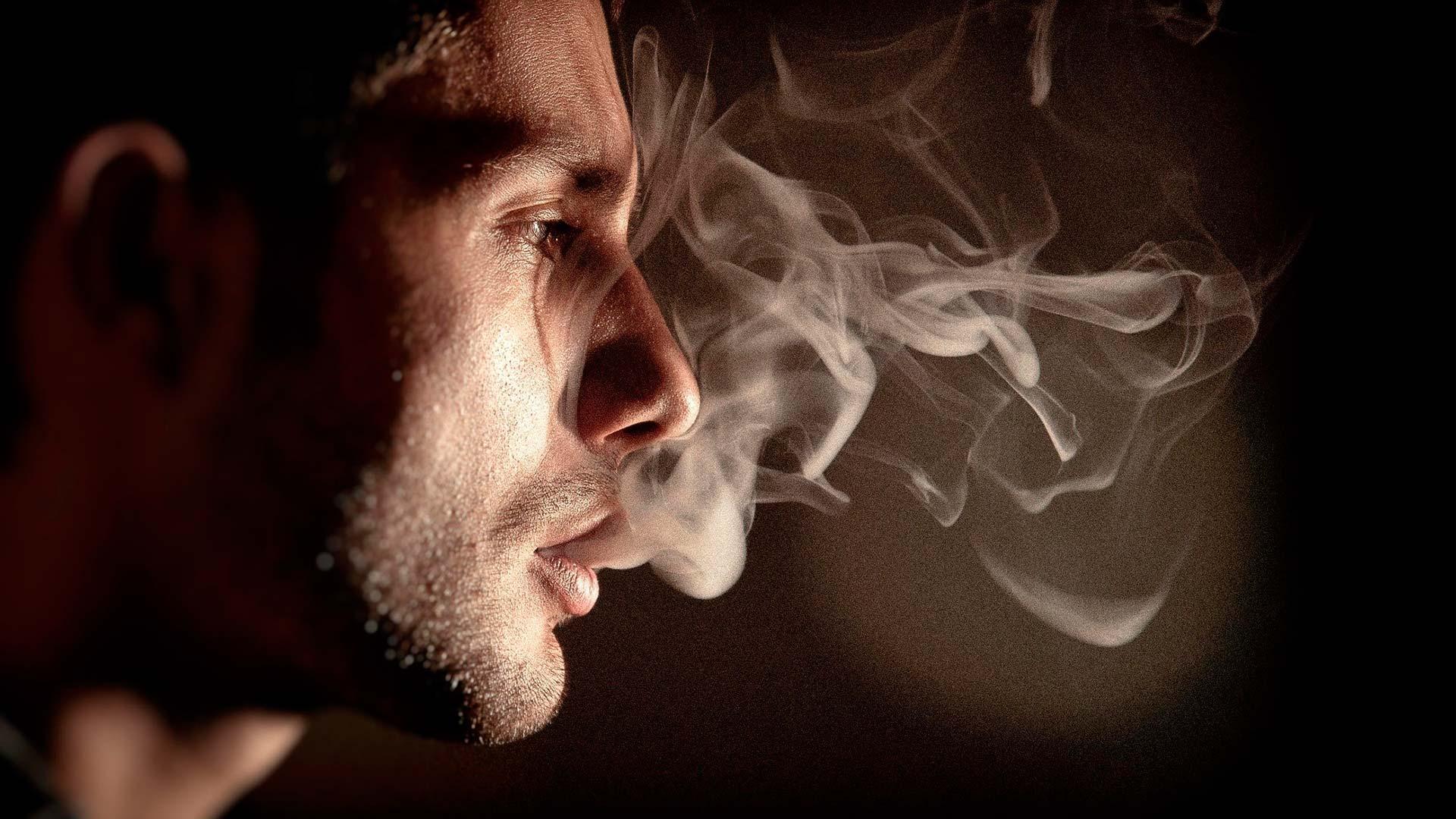 Минздрав не станет вводить запрет на продажу табака родившимся после 2015 года