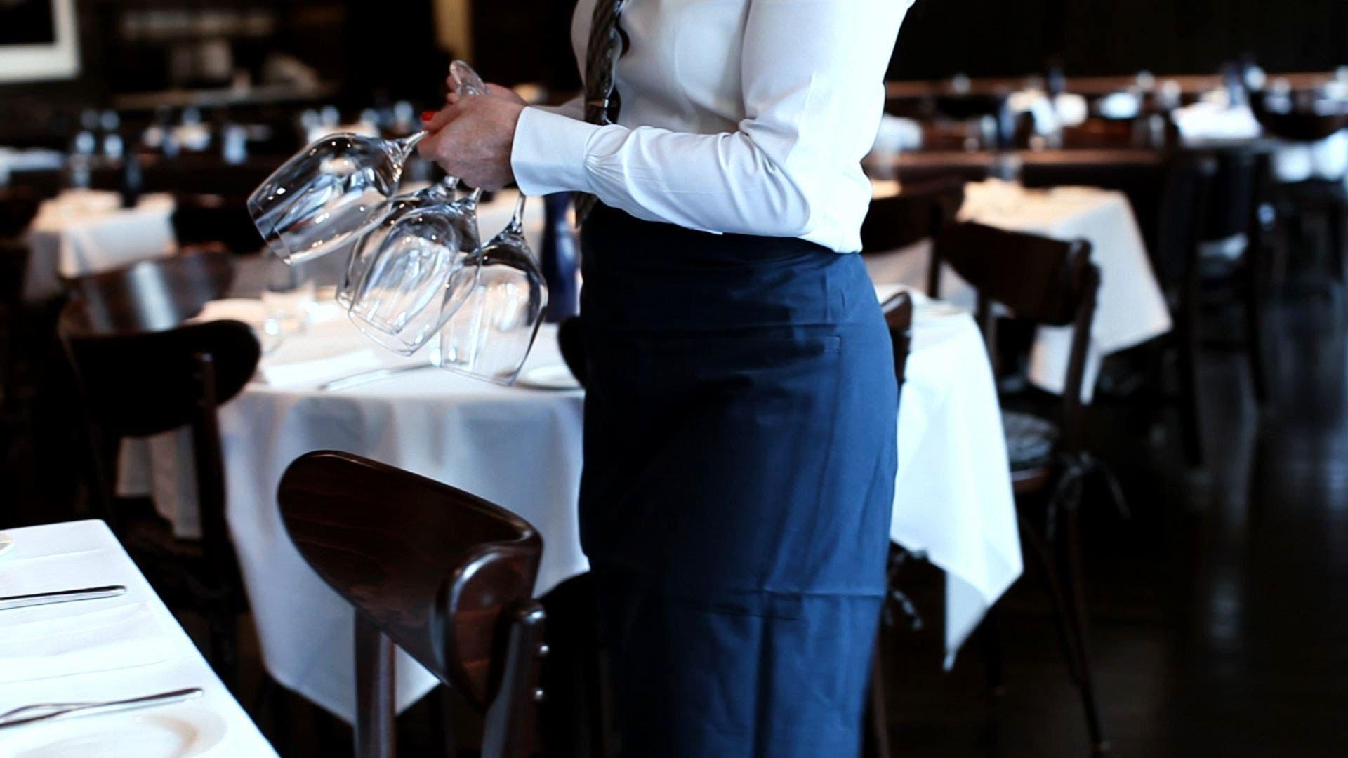 Полных женщин не берут на работу в магазины и рестораны