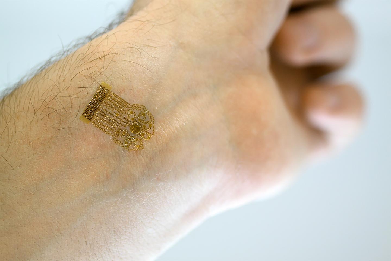 Создан тонкий «пластырь» для измерения тока крови
