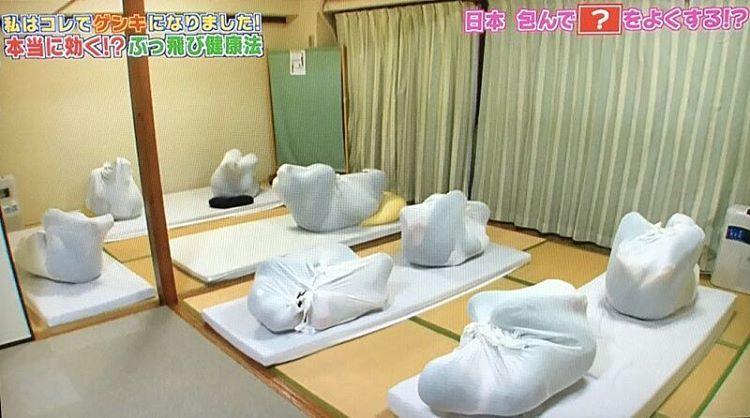 В Японии боль в спине лечат пеленанием