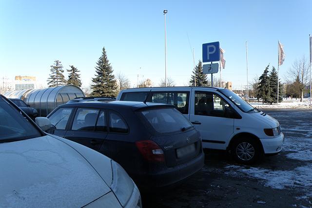P1010002 copy1 - От извинений до агрессии: как реагируют на замечания водители, занявшие парковку для инвалидов