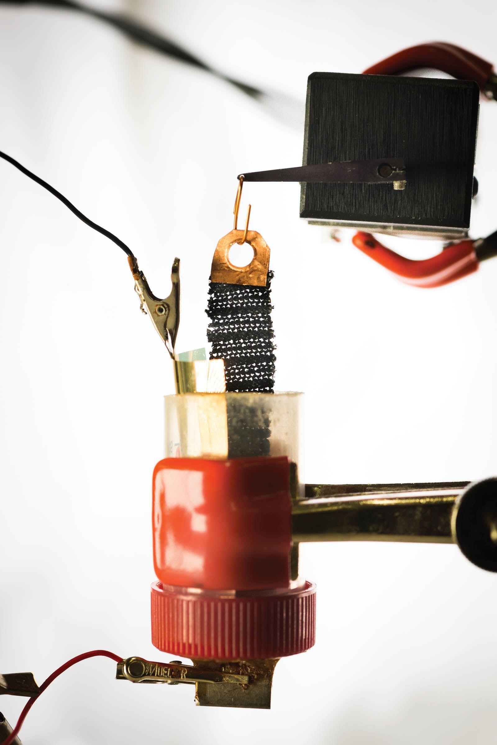 Электрическое покрытие превращает обыкновенную ткань в мягкий экзоскелет
