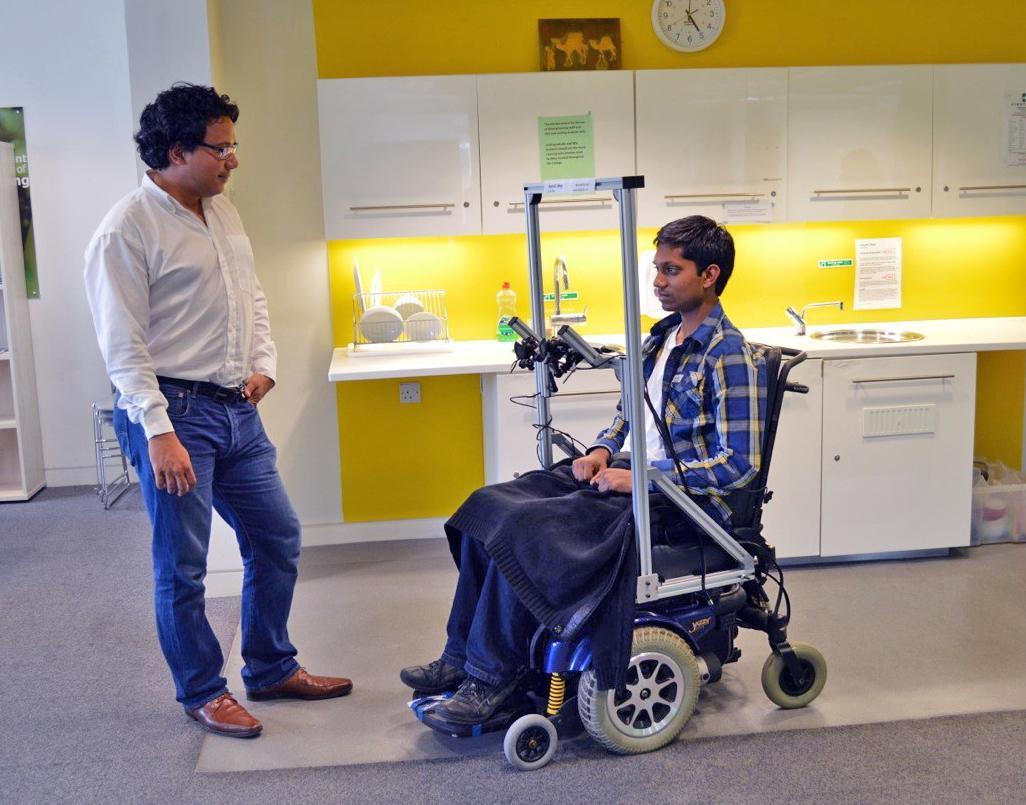 Недорогое устройство позволит управлять инвалидным креслом движениями глаз