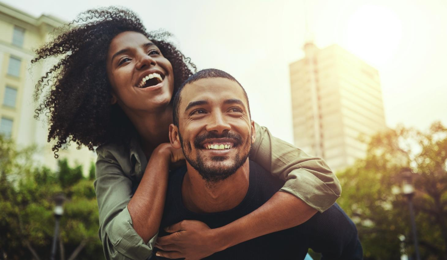 У веселых людей больше шансов найти спутника жизни