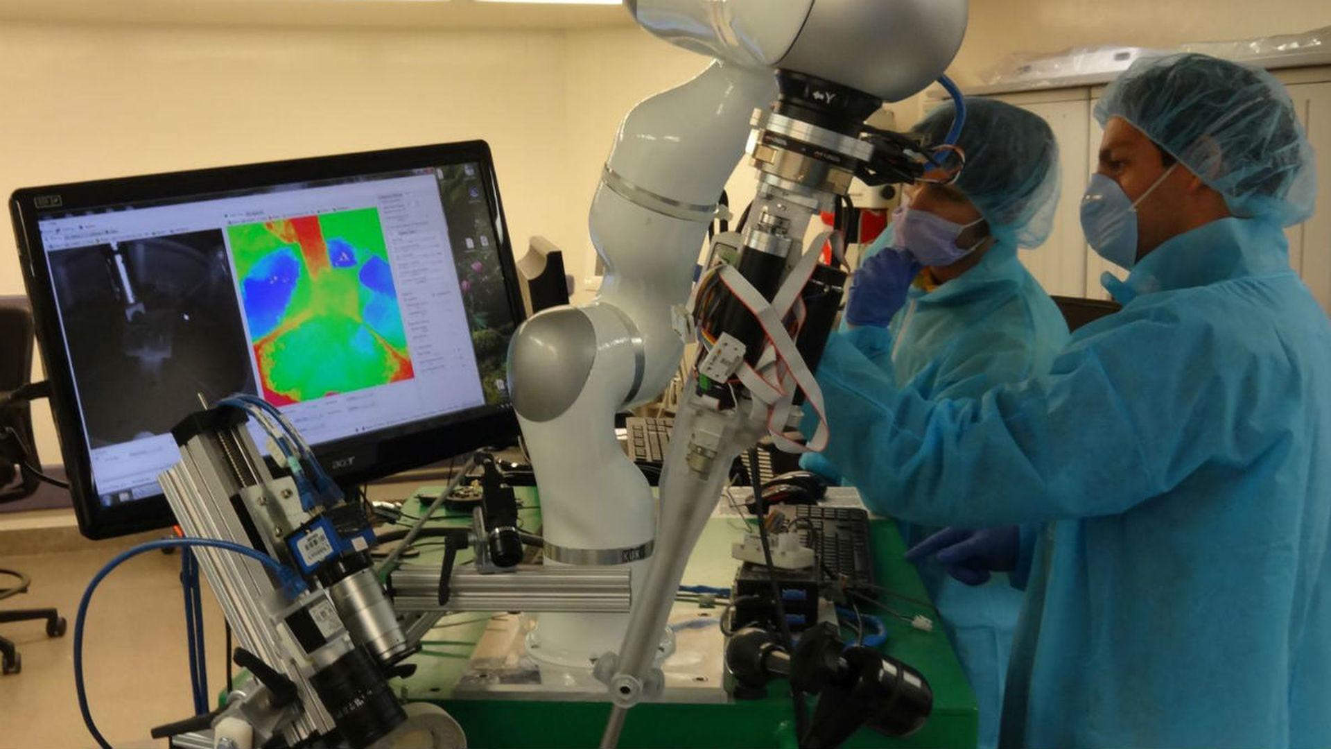 Робот-хирург впервые самостоятельно провёл операцию на мягких тканях