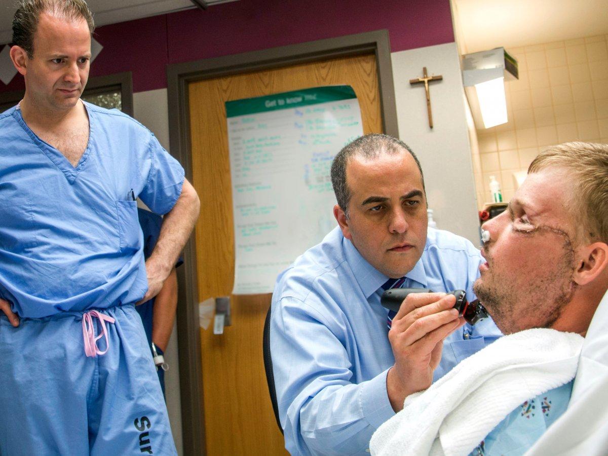 Две судьбы, одно лицо: удивительная история о лицевой трансплантации