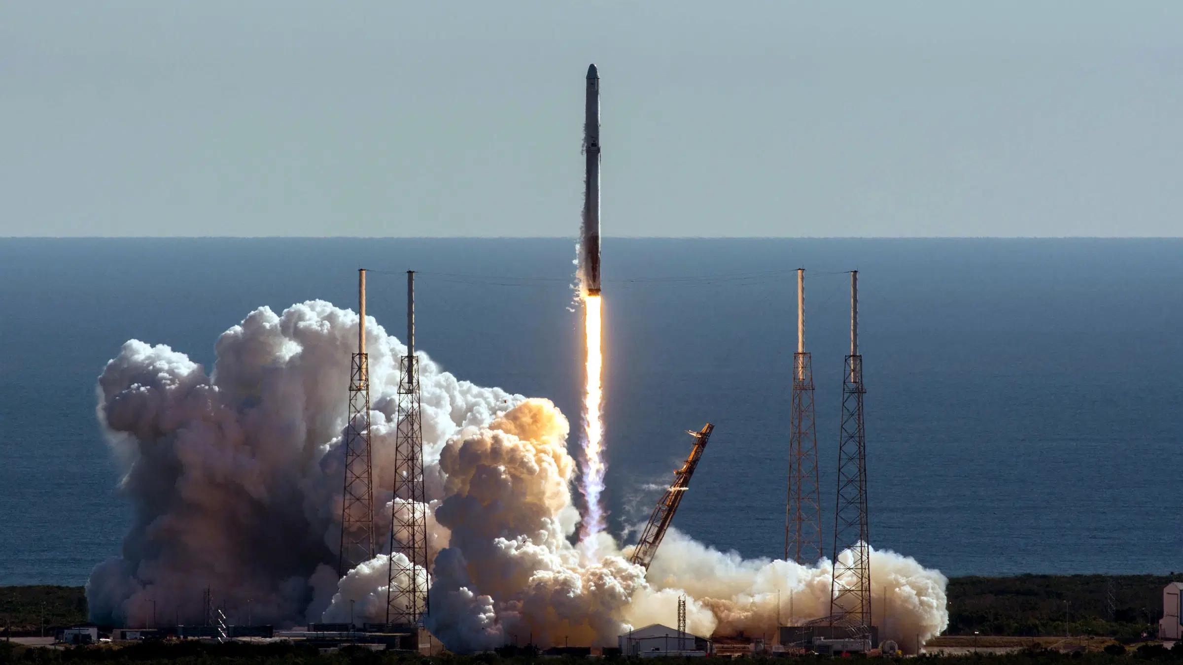SpaceX доставит на МКС смертельную бактерию