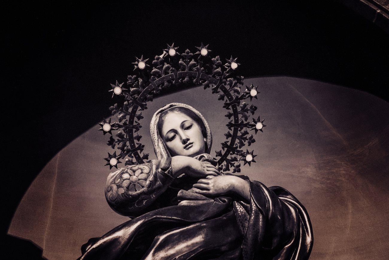 рак мозга заставил испанку говорить с Девой Марией