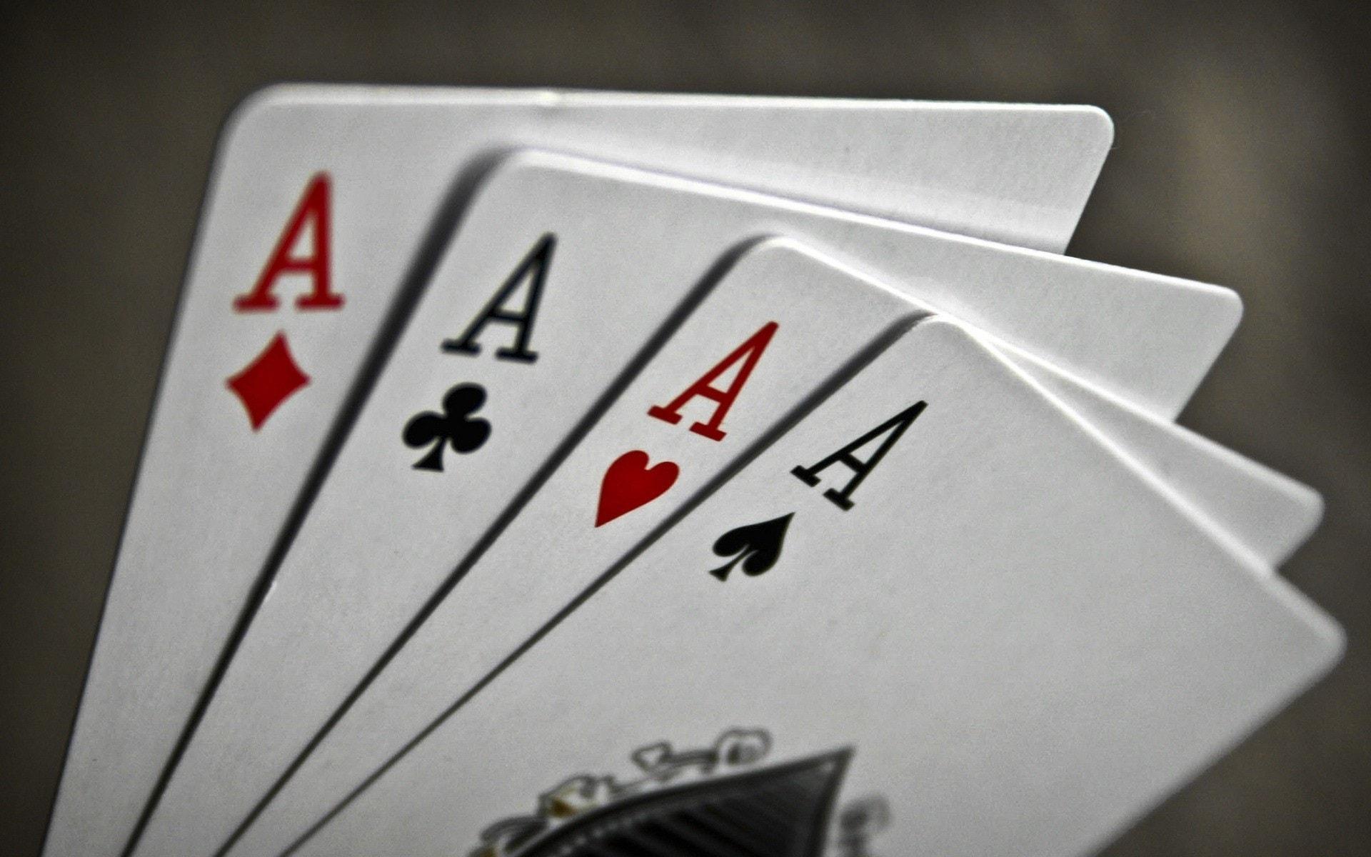 Ученые посоветовали играть в карты после инсульта