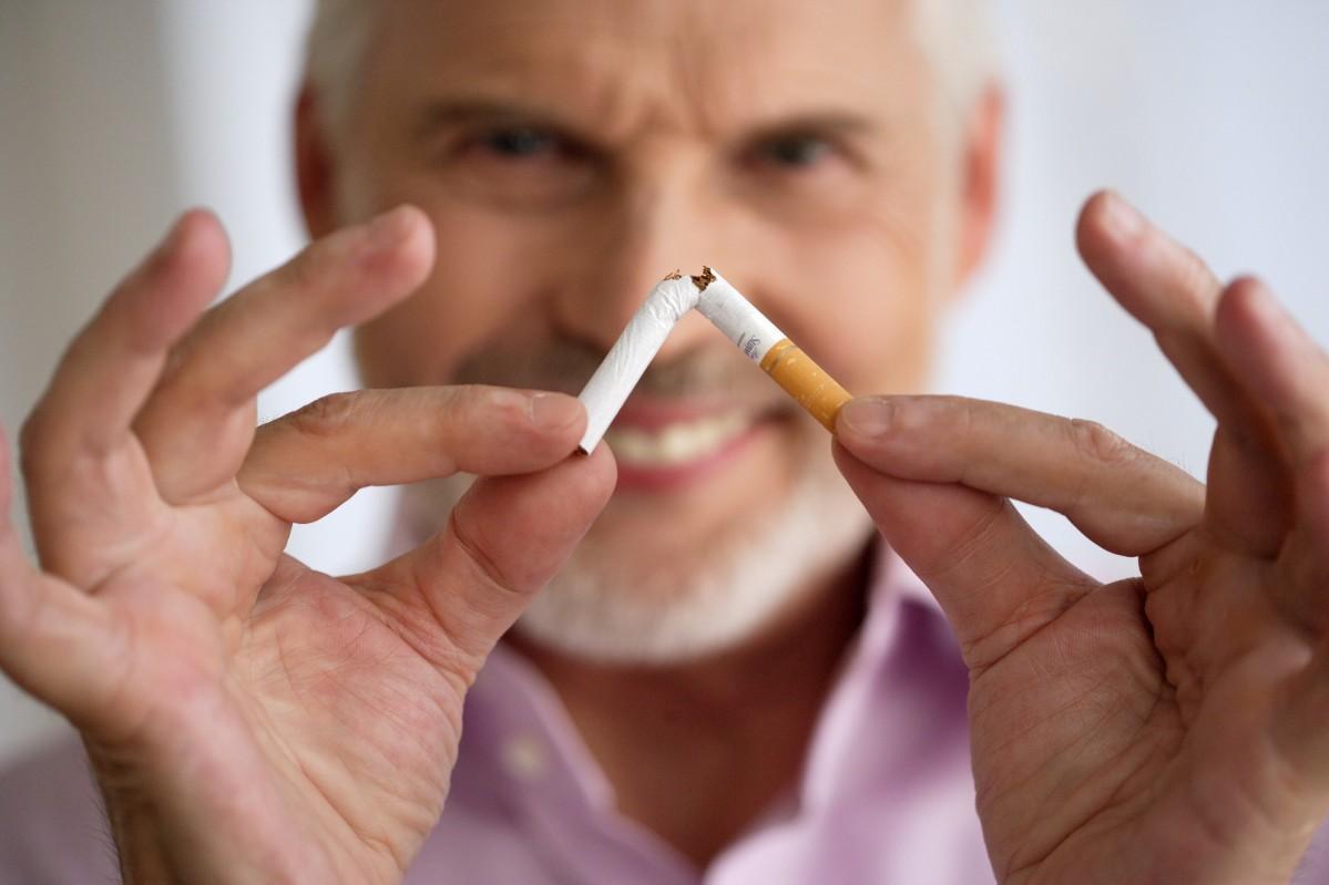 Отказ от курения даже в пожилом возрасте позволяет продлить жизнь