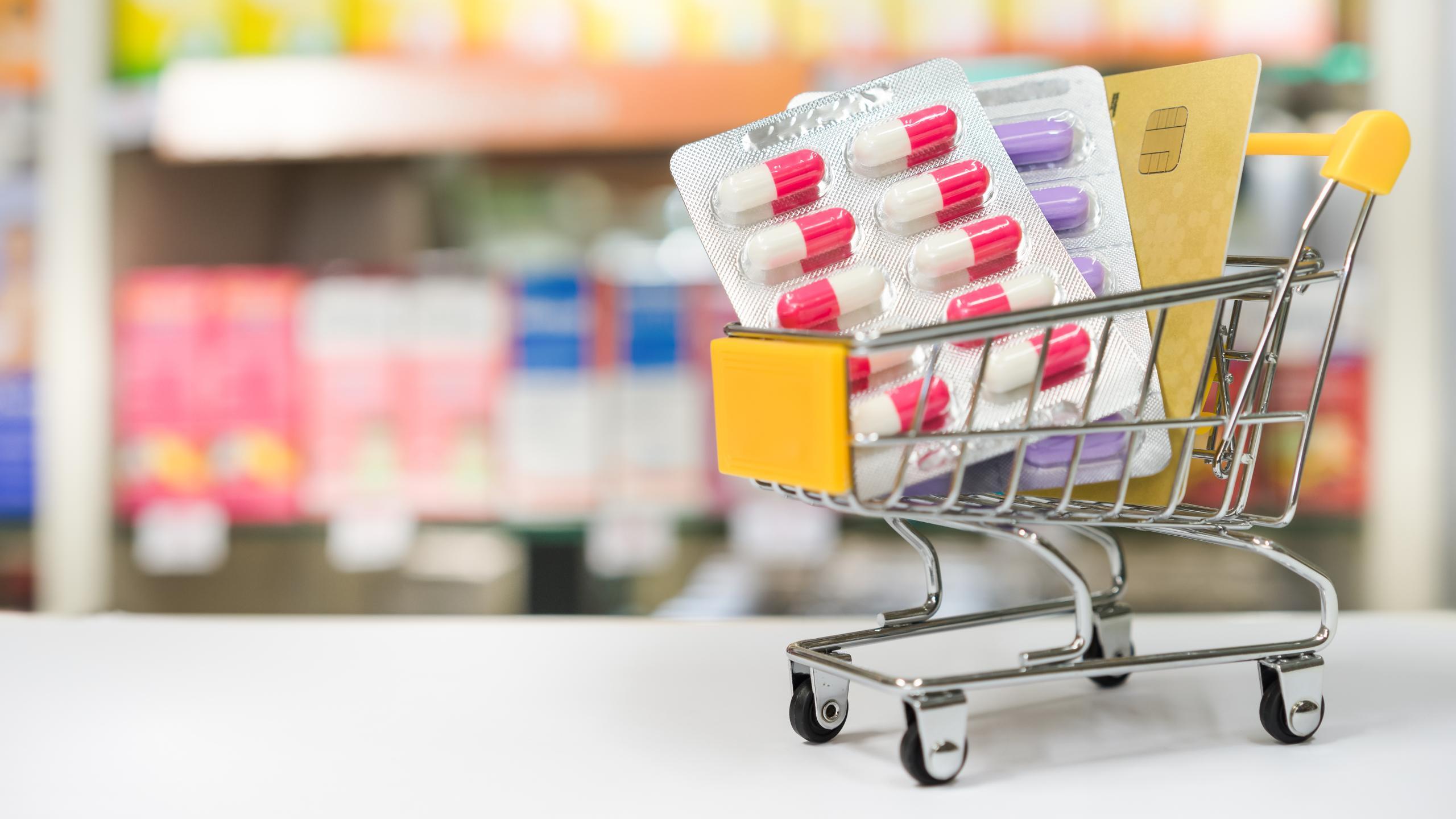 За пургеном — в магазин. Надо ли разрешать продажу лекарств вне аптек?