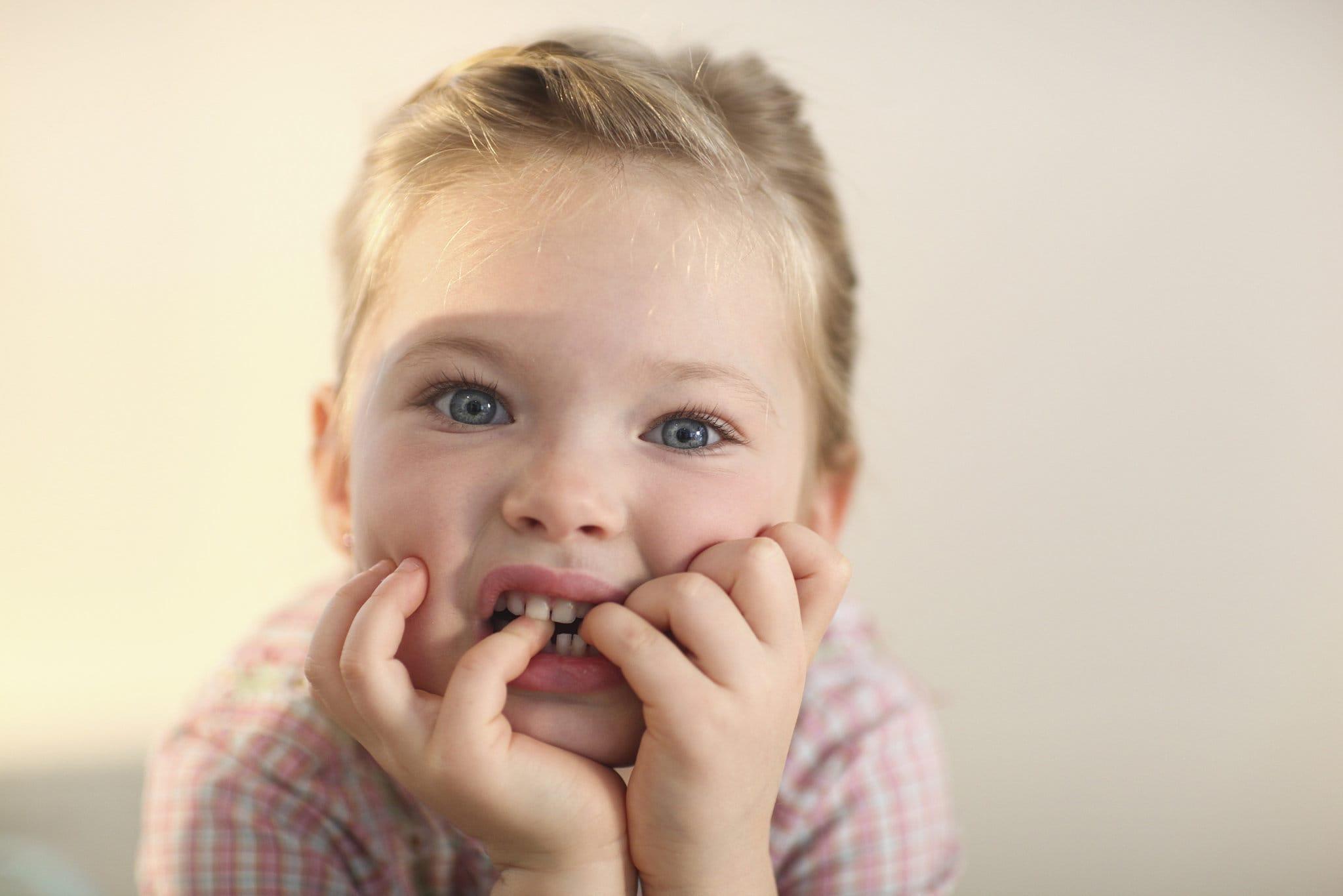 Детскую привычку грызть ногти назвали профилактикой аллергии