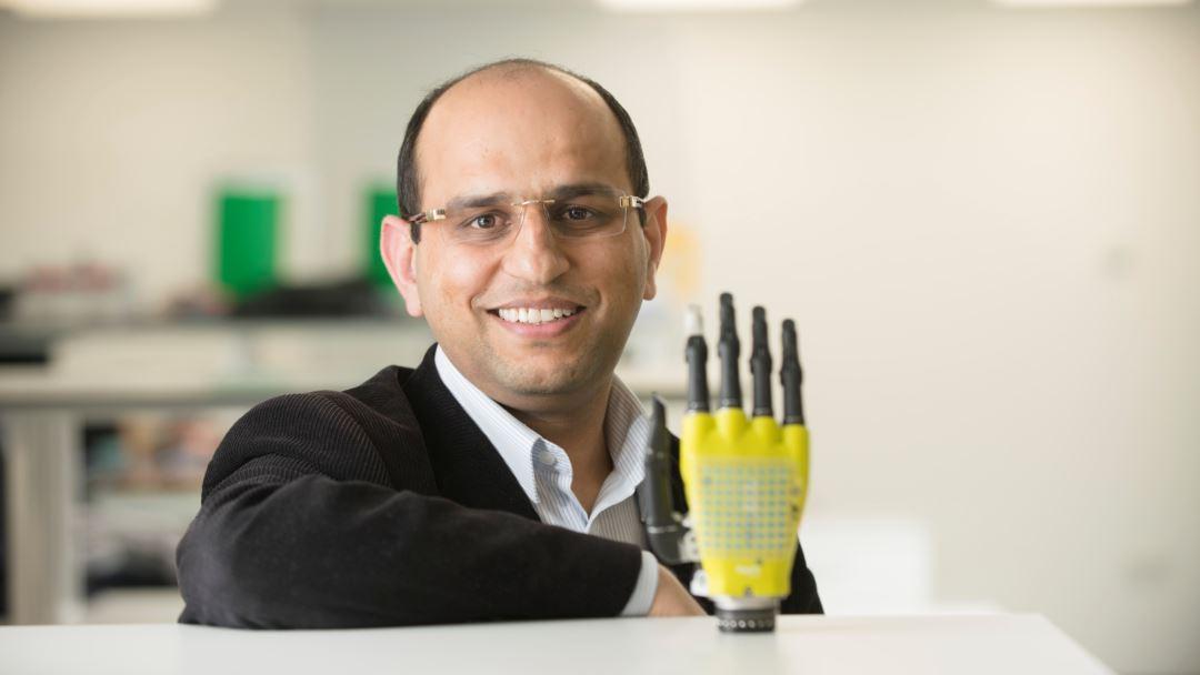 искусственная кожа, питающаяся от солнца, открывает новые возможности для протезирования