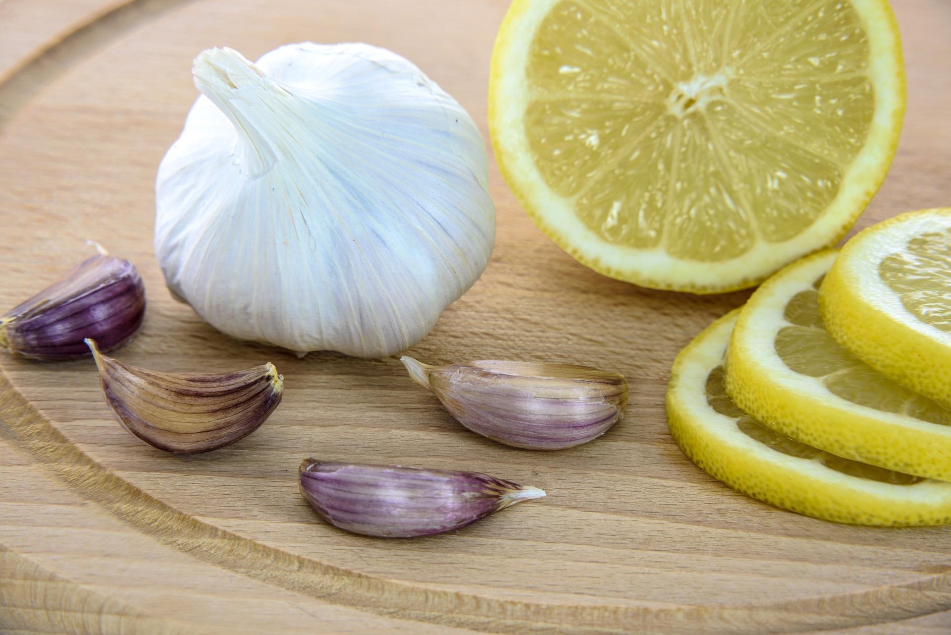 Чем нас лечат: мед, лимон и чеснок