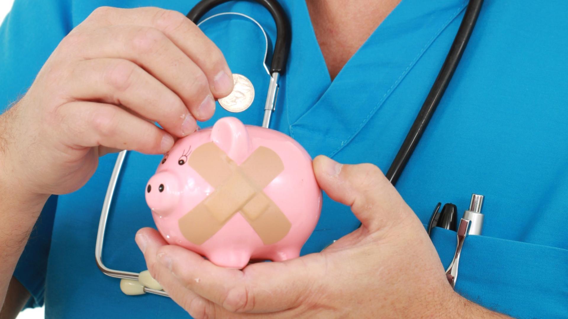 В Брянске оплатить лечение пациента предложили врачам