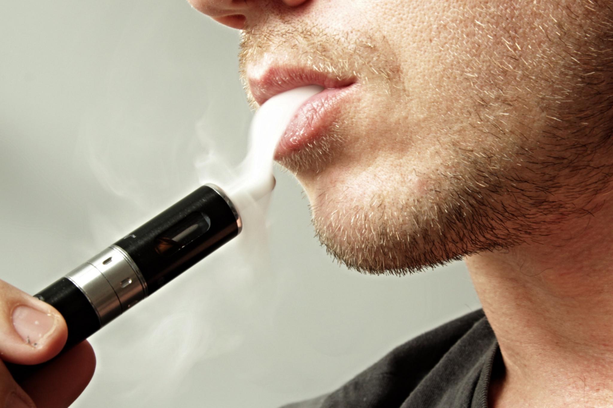 Ароматизированные электронные сигареты оказались соблазнительнее для школьников