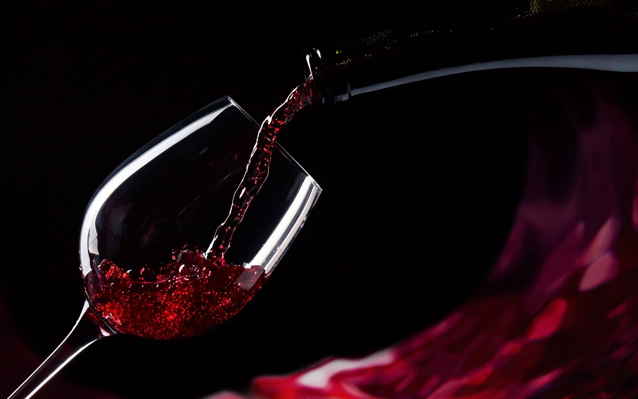 Учёные приравняли бокал красного вина к часу занятий в спортзале