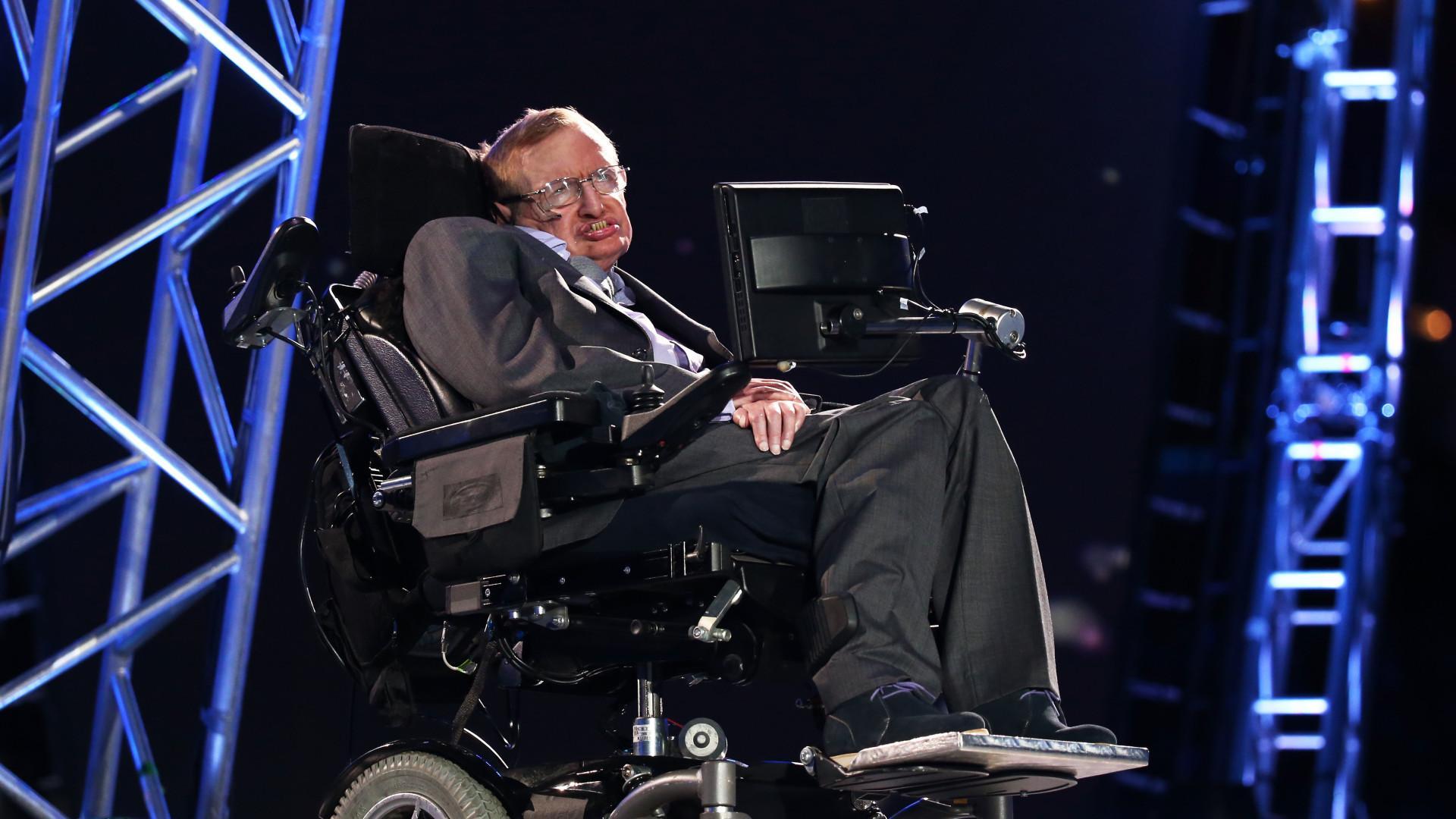 Стивен Хокинг назвал искусственный интеллект величайшей ошибкой в истории