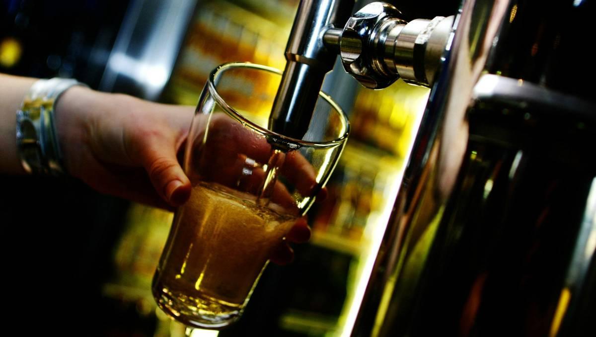 Как человек познакомился с алкоголем