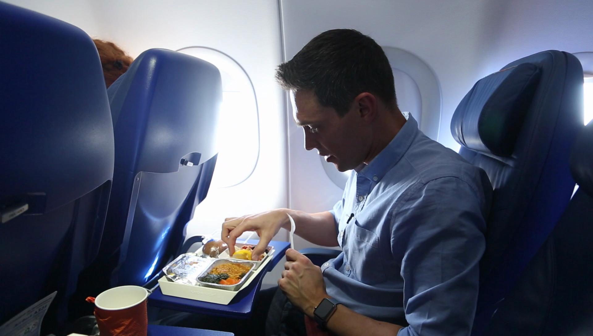 Шум в самолете оказался виновником невкусной еды
