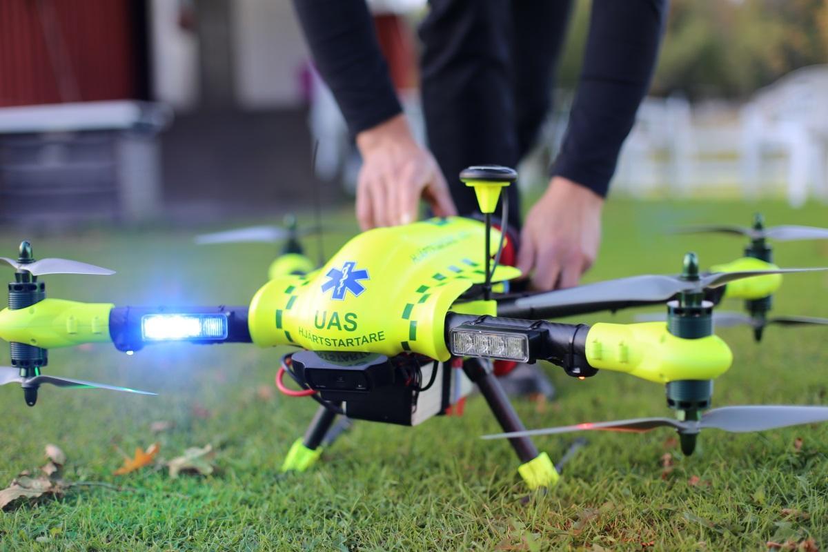 Шведы протестировали дрон-дефибриллятор