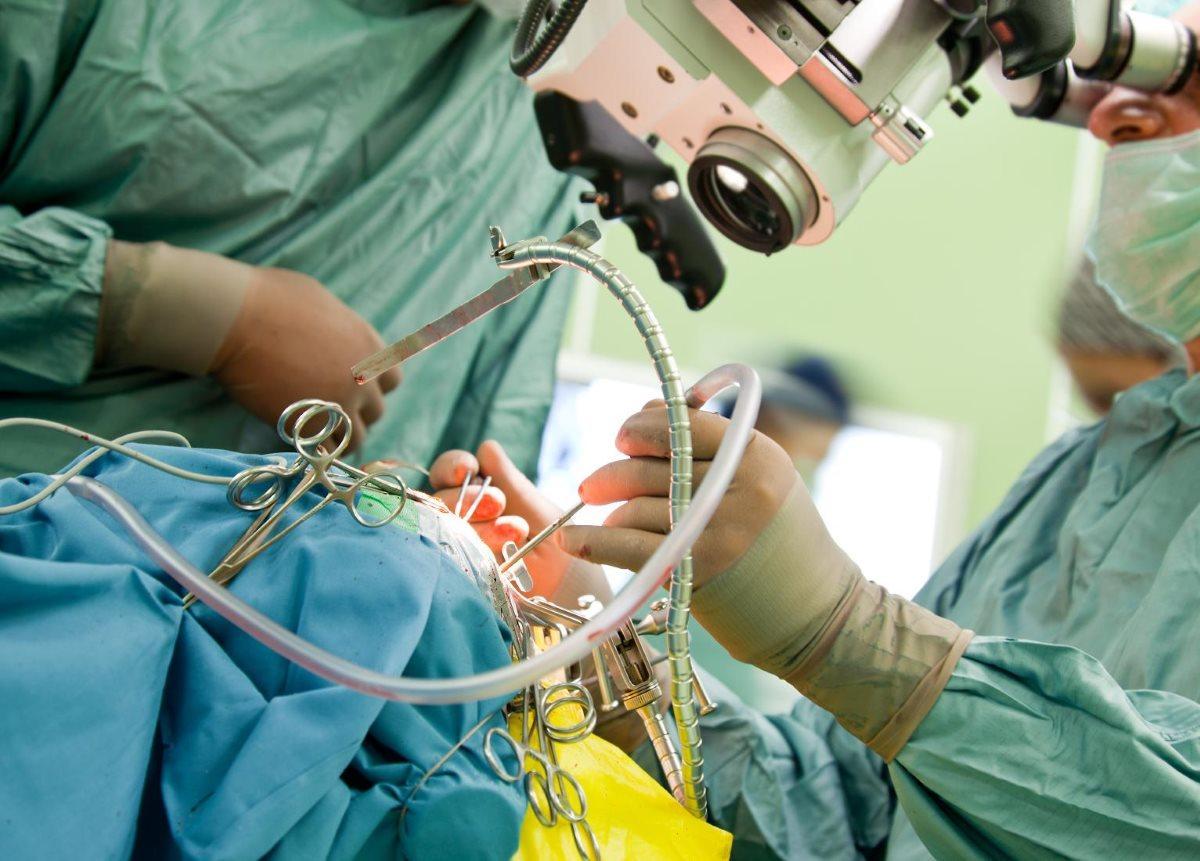 черепно-лицевые хирурги выполнили операцию младенцу с врожденной деформацией черепа