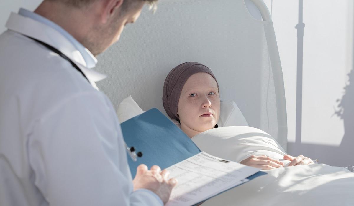 Пациенту в равной степени нужны и лечение, и психологическая поддержка