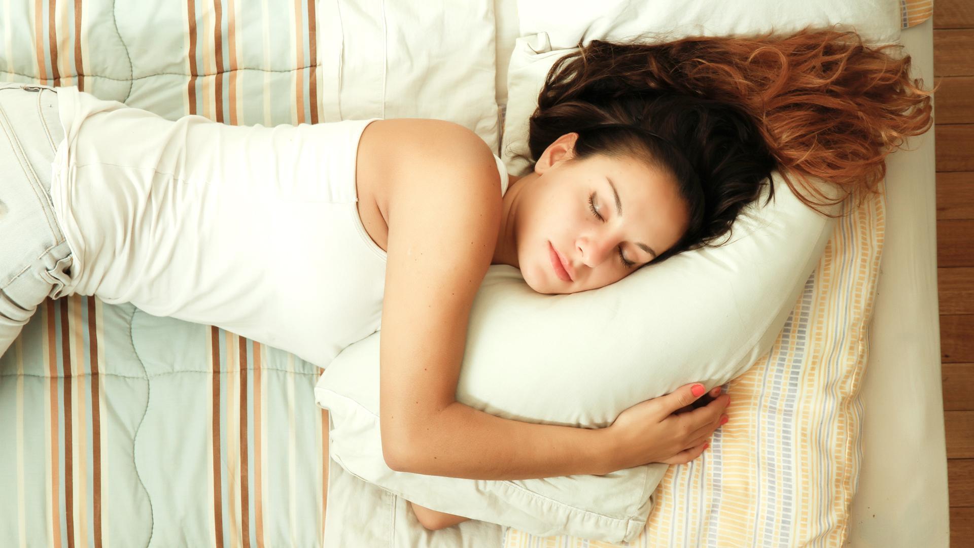 Как плохой сон связан с болезнью Альцгеймера