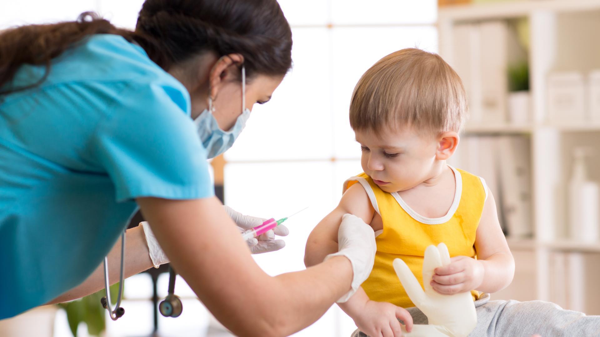 Даже незначительное снижение вакцинации против кори может утроить число инфицированных детей