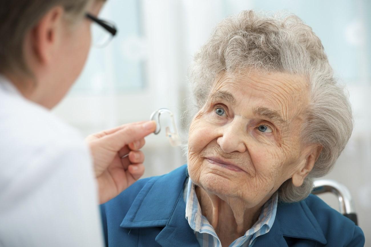 потеря слуха в пожилом возрасте